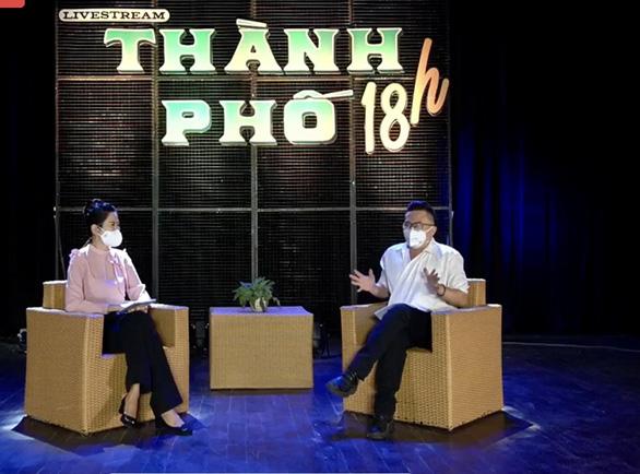 Bác sĩ, nghệ sĩ livestream chia sẻ với công chúng qua chương trình Thành phố 18h - Ảnh 1.