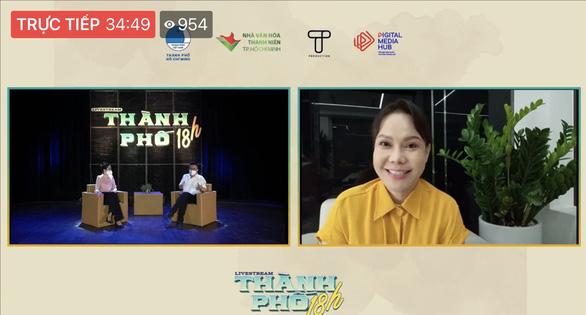Bác sĩ, nghệ sĩ livestream chia sẻ với công chúng qua chương trình Thành phố 18h - Ảnh 2.