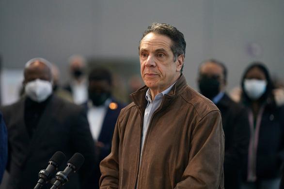 Thống đốc New York từ chức sau cáo buộc dâm ô hàng chục phụ nữ - Ảnh 1.