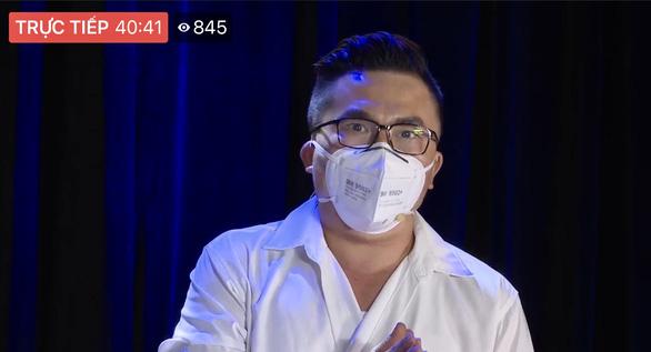 Bác sĩ, nghệ sĩ livestream chia sẻ với công chúng qua chương trình Thành phố 18h - Ảnh 3.