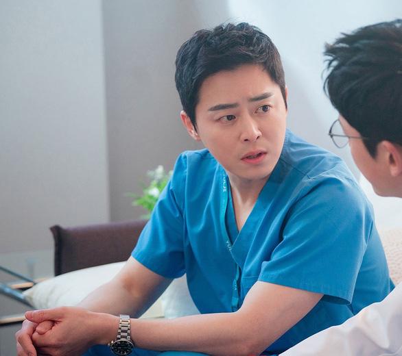 Hospital Playlist chữa lành cảm xúc về những bác sĩ tài hoa và đức độ - Ảnh 4.