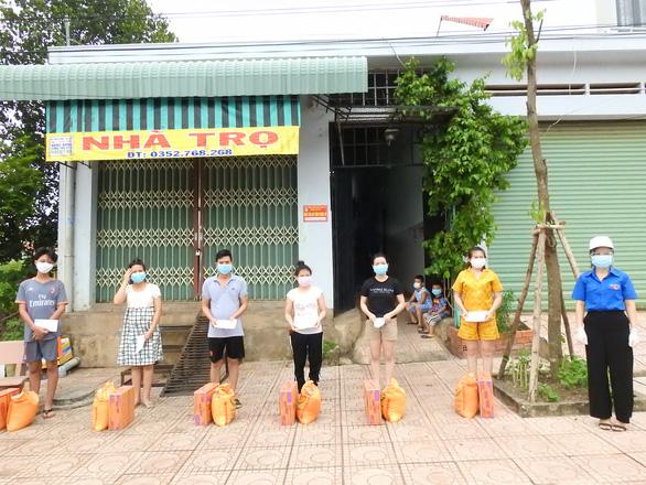 Bình Phước hỗ trợ hơn 80.000 người trong và ngoài tỉnh gặp khó khăn do dịch - Ảnh 1.