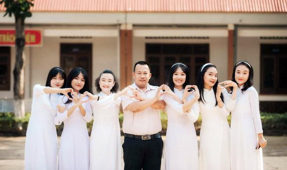 Nữ sinh Đắk Lắk đạt 27,05/30 điểm trúng tuyển NV1 vào ĐH Duy Tân - Ảnh 2.