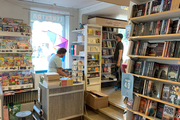 Sách ở Thụy Điển bán chạy 2 năm liền nhờ dịch COVID-19 - Ảnh 1.