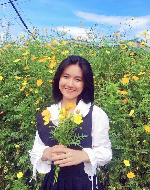 Nữ sinh Đắk Lắk đạt 27,05/30 điểm trúng tuyển NV1 vào ĐH Duy Tân - Ảnh 1.