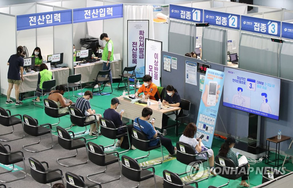 Hàn Quốc có kỷ lục ca nhiễm, Thái Lan thận trọng vì chưa đạt đỉnh dịch - Ảnh 1.