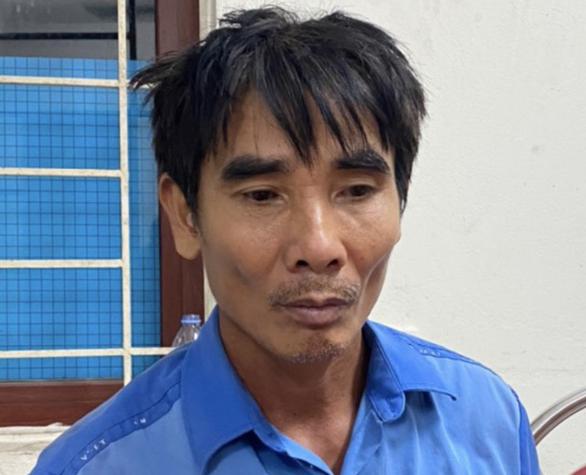 Bắt được kẻ cầm dao truy sát vợ chồng hàng xóm làm 2 người thương vong - Ảnh 1.