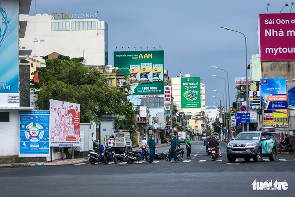 TP.HCM: Xe cộ đông đúc trở lại ở nhiều nơi - Ảnh 5.