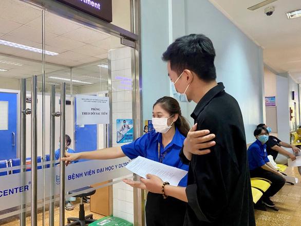 Hơn 10.000 sinh viên TP.HCM đã được tiêm vắc xin COVID-19 - Ảnh 1.