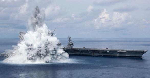 Tàu sân bay Mỹ thử nghiệm chịu được vụ nổ tương đương động đất 3,9 độ - Ảnh 1.