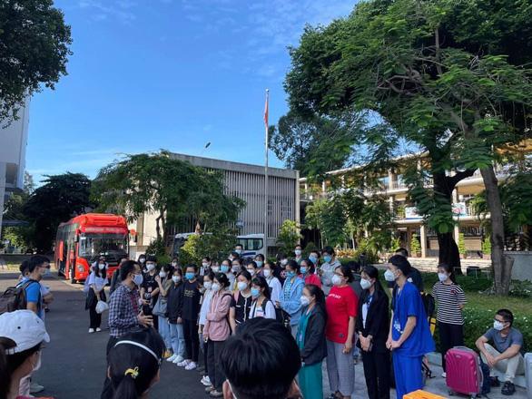 80 cán bộ, sinh viên ĐH Y dược TP.HCM xung phong chống dịch tại Bà Rịa - Vũng Tàu - Ảnh 1.