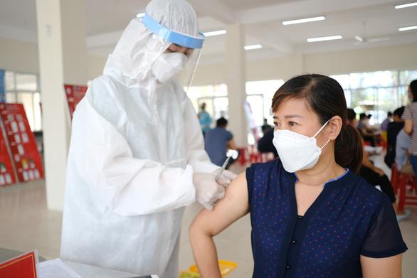 Đà Nẵng kêu còn ít, kiến nghị Chính phủ tăng vắc xin - Ảnh 1.