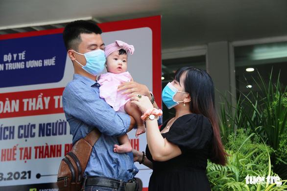 Hàng trăm y bác sĩ miền Trung, Tây Nguyên đi TP.HCM cứu bệnh nhân COVID-19 - Ảnh 3.