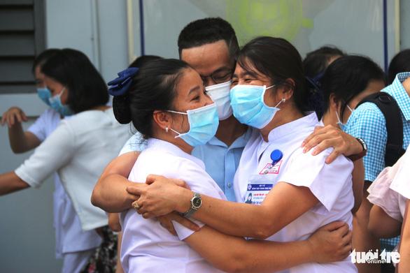 Hàng trăm y bác sĩ miền Trung, Tây Nguyên đi TP.HCM cứu bệnh nhân COVID-19 - Ảnh 2.