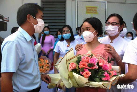 Hàng trăm y bác sĩ miền Trung, Tây Nguyên đi TP.HCM cứu bệnh nhân COVID-19 - Ảnh 4.