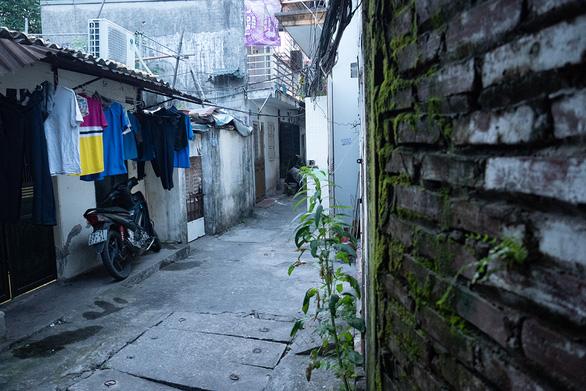 Những xóm kẹt giữa đại dịch - Ảnh 4.