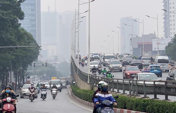 Người dân Hà Nội mất gần 80.000 năm sống vì ô nhiễm bụi mịn PM2.5 - Ảnh 1.