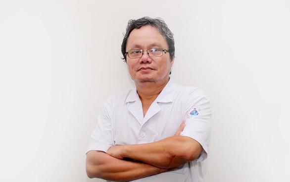 Bác sĩ Trương Hữu Khanh:  tự xét nghiệm nhanh giảm gánh nặng y tế - Ảnh 1.