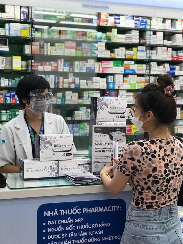 Bác sĩ Trương Hữu Khanh:  tự xét nghiệm nhanh giảm gánh nặng y tế - Ảnh 2.