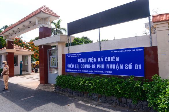 Chuyển Trường THPT Phú Nhuận thành bệnh viện dã chiến 350 giường - Ảnh 1.