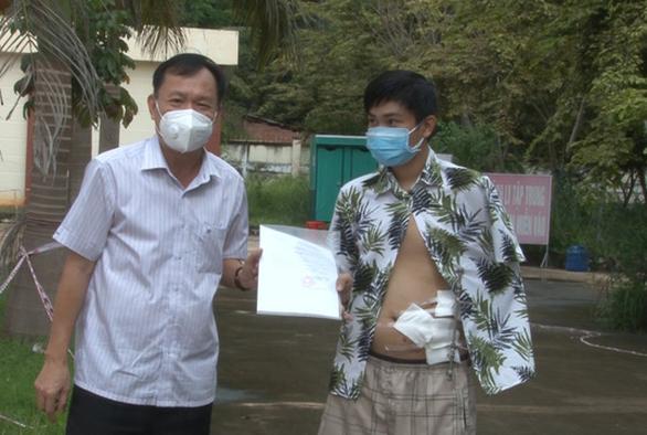 Bệnh nhân COVID-19 18 tuổi phải nuôi tay trong ổ bụng lành bệnh sau 19 ngày - Ảnh 1.