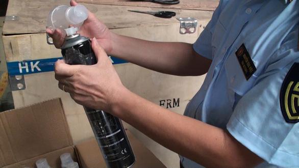 Kit xét nghiệm, bình tạo oxy nhập lậu từ Trung Quốc vào đến tận TP.HCM - Ảnh 2.