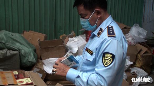 Kit xét nghiệm, bình tạo oxy nhập lậu từ Trung Quốc vào đến tận TP.HCM - Ảnh 1.