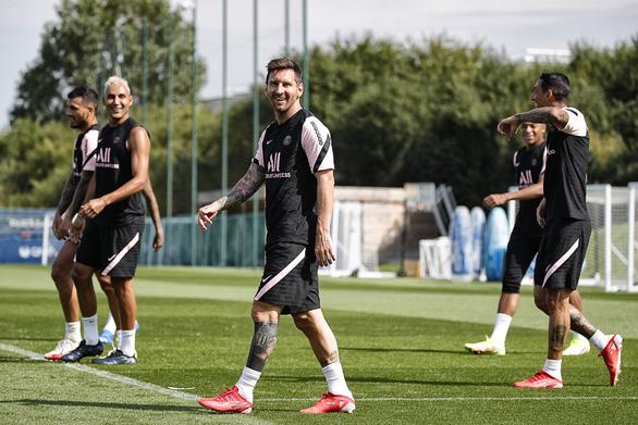 Video buổi tập đầu tiên của Messi tại PSG đạt gần nửa triệu lượt xem sau 1 giờ - Ảnh 5.