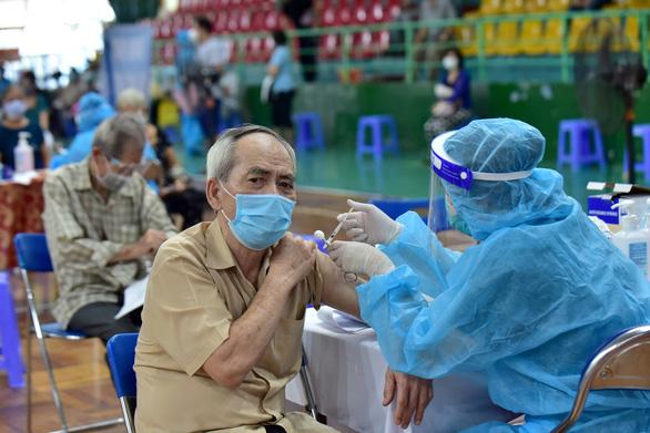 TP.HCM và các tỉnh lân cận đang khát vắc xin ra sao? - Ảnh 2.