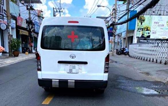 Xe cứu thương giả chặt chém người bệnh, Sở GTVT đề nghị xử lý nghiêm - Ảnh 1.
