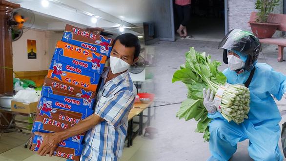 'Hiệp sĩ' Trần Văn Hoàng rong ruổi tặng quà cho bà con lao động nghèo - Ảnh 1.