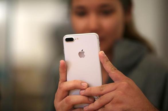 Người dùng chỉ trích, Apple nói rõ hơn vụ iPhone, máy tính nhận diện ảnh ấu dâm - Ảnh 1.