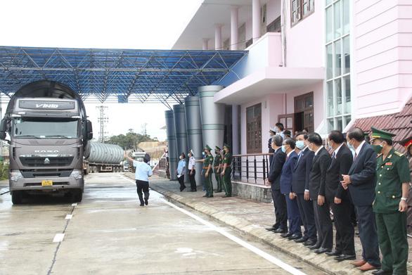 Khai trương cặp cửa khẩu quốc tế Nam Giang - Đắc Tà Oọc - Ảnh 2.