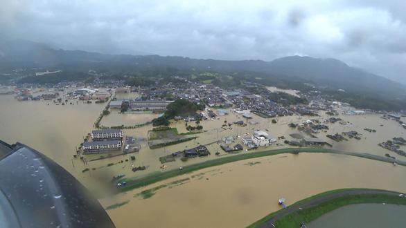 5 triệu dân Nhật phải sơ tán vì mưa như trút nước - Ảnh 3.