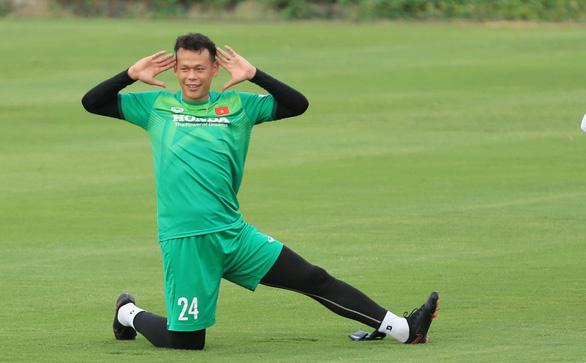 Vòng loại cuối cùng World Cup 2022: Văn Hậu và Tấn Trường làm khó ông Park - Ảnh 1.