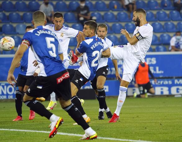 Benzema lập cú đúp giúp Real Madrid khởi đầu thuận lợi - Ảnh 2.