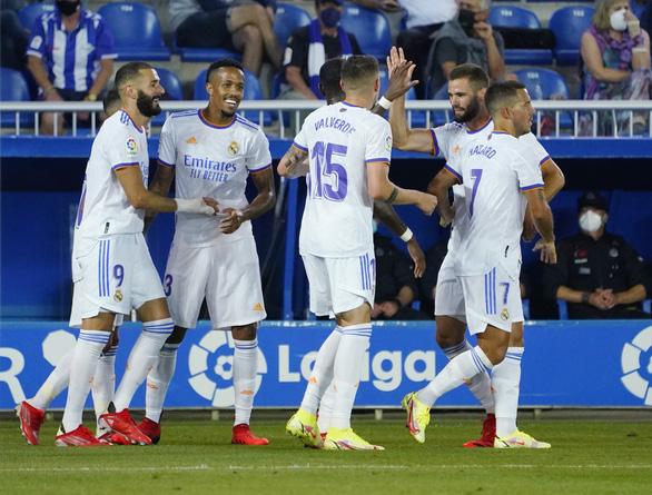 Benzema lập cú đúp giúp Real Madrid khởi đầu thuận lợi - Ảnh 1.