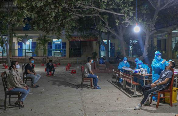 Người đi xe máy từ Đồng Nai về Ninh Thuận trở thành F0 tiếp tục tăng - Ảnh 1.