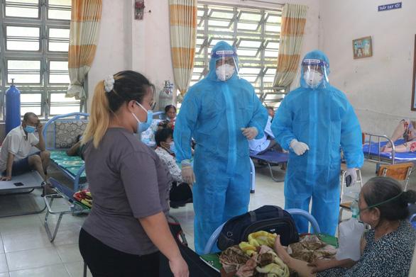 Sở Y tế TP.HCM hướng dẫn 6 hoạt động chăm sóc F0 tại nhà - Ảnh 1.
