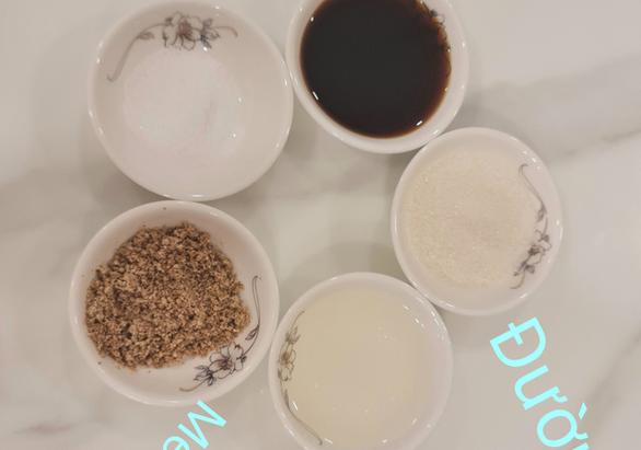 Mùa Vu Lan vào bếp nấu lẩu sữa đậu nành rau củ cùng diễn viên Kim Tuyến - Ảnh 3.