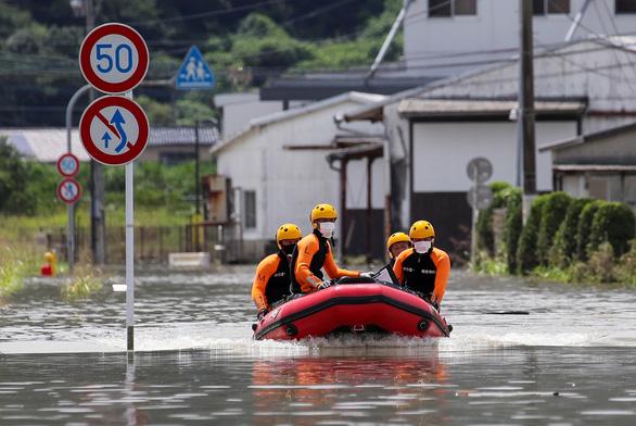 Biển nước sau mưa lớn chưa từng có ở Nhật Bản - Ảnh 3.