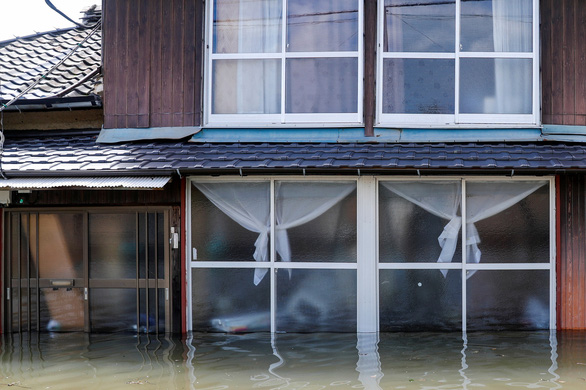 Biển nước sau mưa lớn chưa từng có ở Nhật Bản - Ảnh 4.