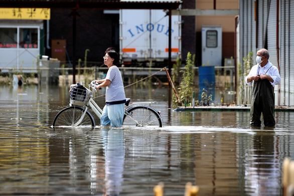 Biển nước sau mưa lớn chưa từng có ở Nhật Bản - Ảnh 5.