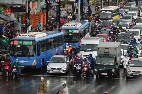 Hiến kế TP.HCM nâng tầm quốc tế: Phải thay đổi buýt và trạm buýt - Ảnh 1.