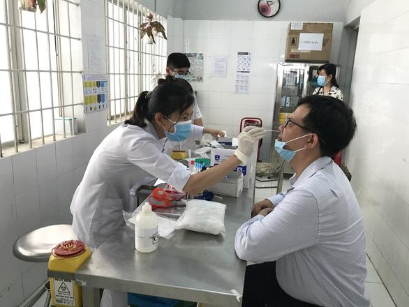 Tây Ninh: Người dân không ra khỏi nhà trong 36 tiếng để test sàng lọc F0 - Ảnh 1.