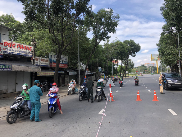 TP.HCM tạm dừng khai báo di chuyển nội địa tại một số chốt giao thông - Ảnh 2.