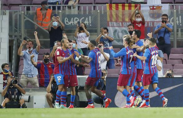 Bắt đầu kỷ nguyên... không Messi, Barca thắng ấn tượng - Ảnh 1.