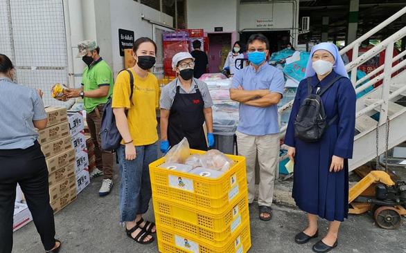 Lao động Việt ở Thái Lan: tiêm vắc xin rồi vẫn thấp thỏm vì... thất nghiệp - Ảnh 1.