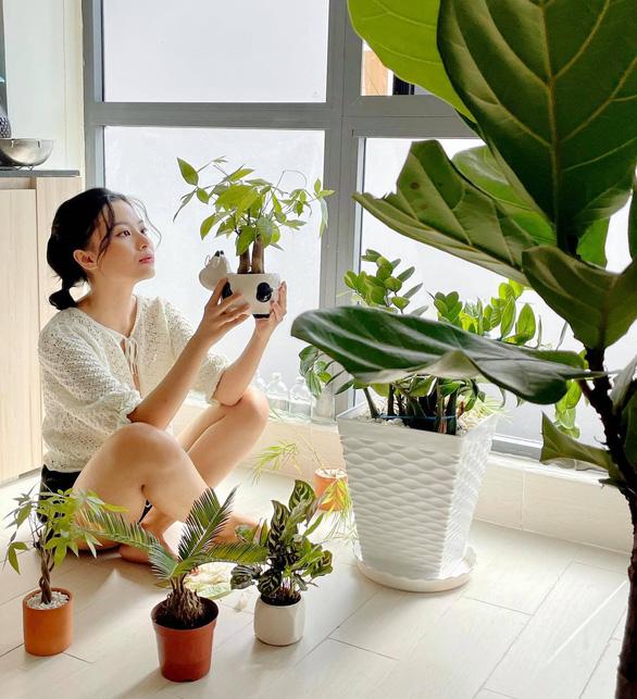 Ca hát, trồng cây, giúp người khác để vượt bất ổn tâm lý mùa dịch - Ảnh 1.