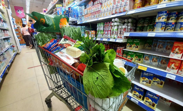 Muôn kiểu mua thực phẩm trong thời gian giãn cách - Ảnh 1.